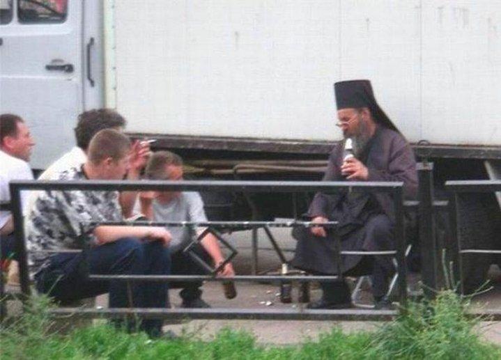 Zira Rusya'da alkol almak; din görevlisinden,