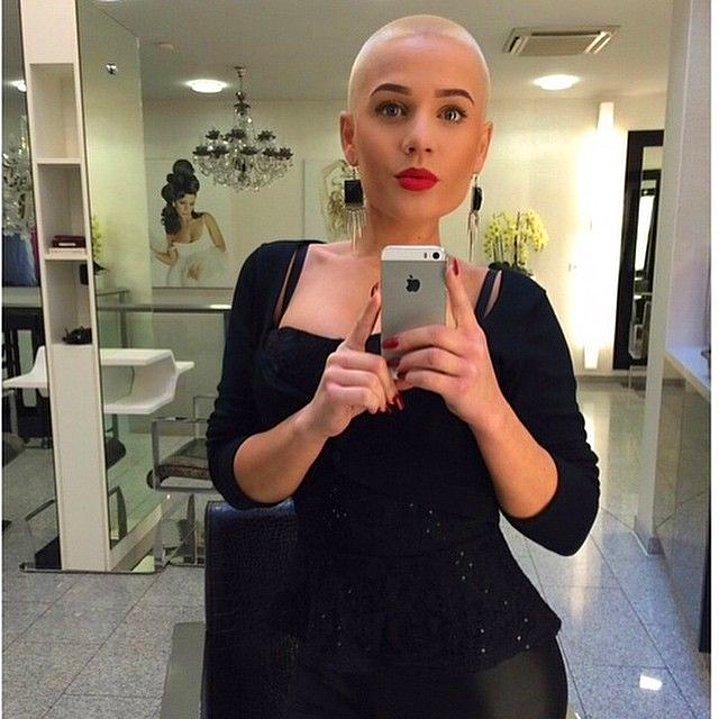 Dertsiz Tasasız Kısa Saçlı Kızlar (10)