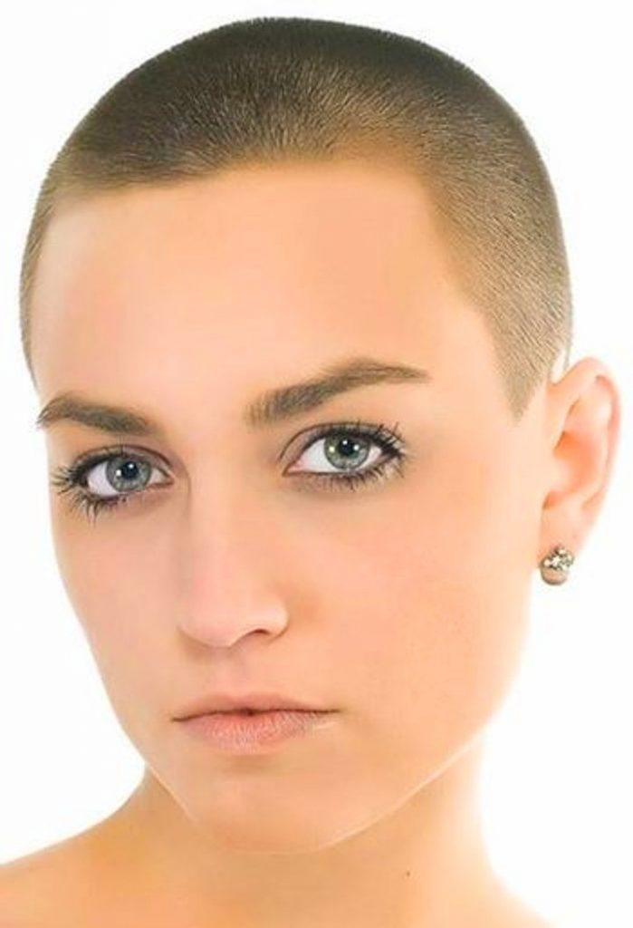 Dertsiz Tasasız Kısa Saçlı Kızlar (12)