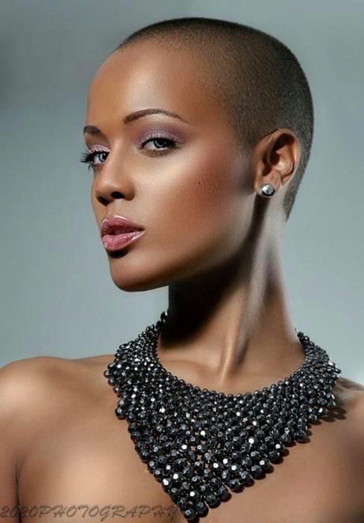 Dertsiz Tasasız Kısa Saçlı Kızlar (13)