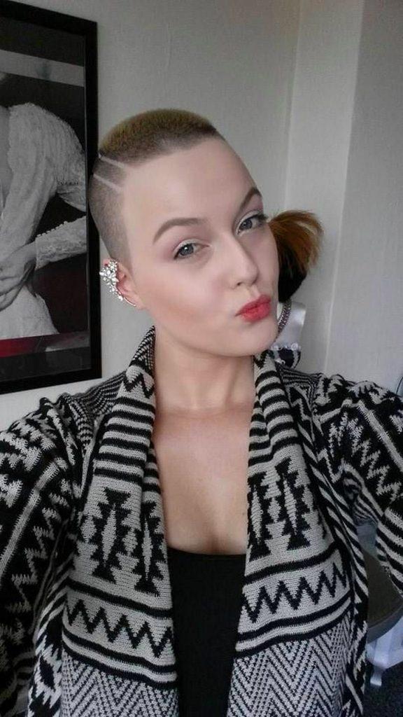 Dertsiz Tasasız Kısa Saçlı Kızlar (15)