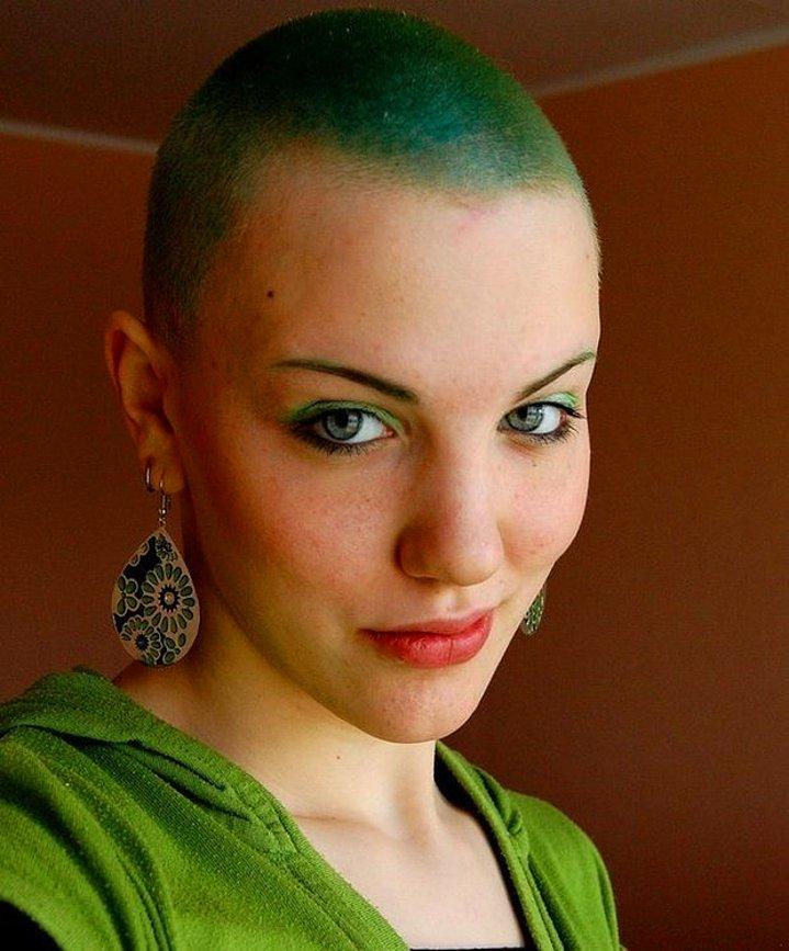 Dertsiz Tasasız Kısa Saçlı Kızlar (16)
