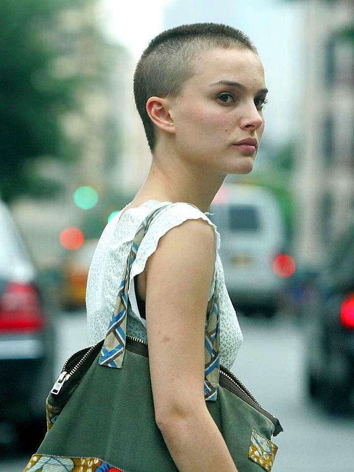 Dertsiz Tasasız Kısa Saçlı Kızlar (17)