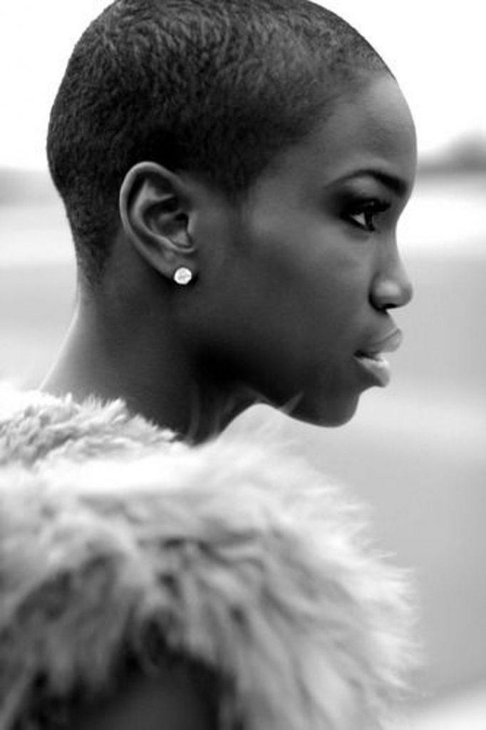 Dertsiz Tasasız Kısa Saçlı Kızlar (18)