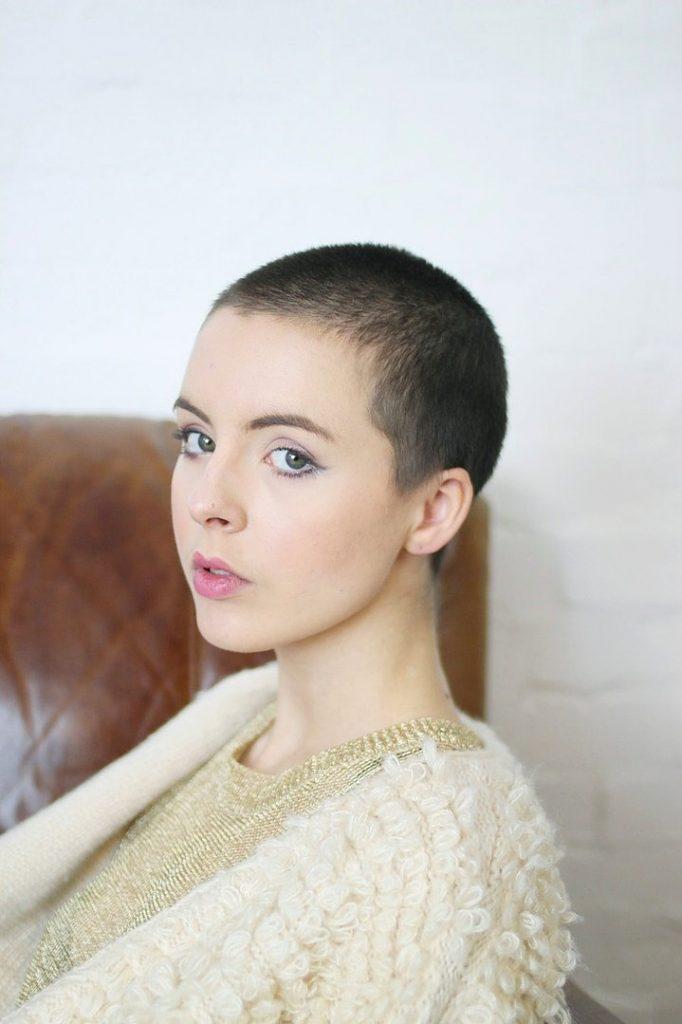 Dertsiz Tasasız Kısa Saçlı Kızlar (20)