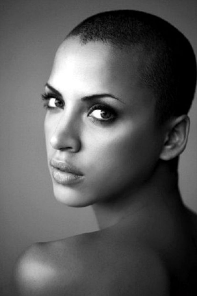 Dertsiz Tasasız Kısa Saçlı Kızlar (22)
