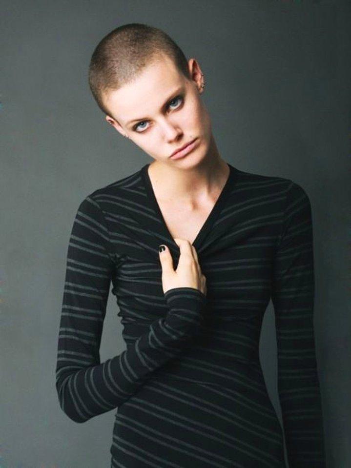 Dertsiz Tasasız Kısa Saçlı Kızlar (23)
