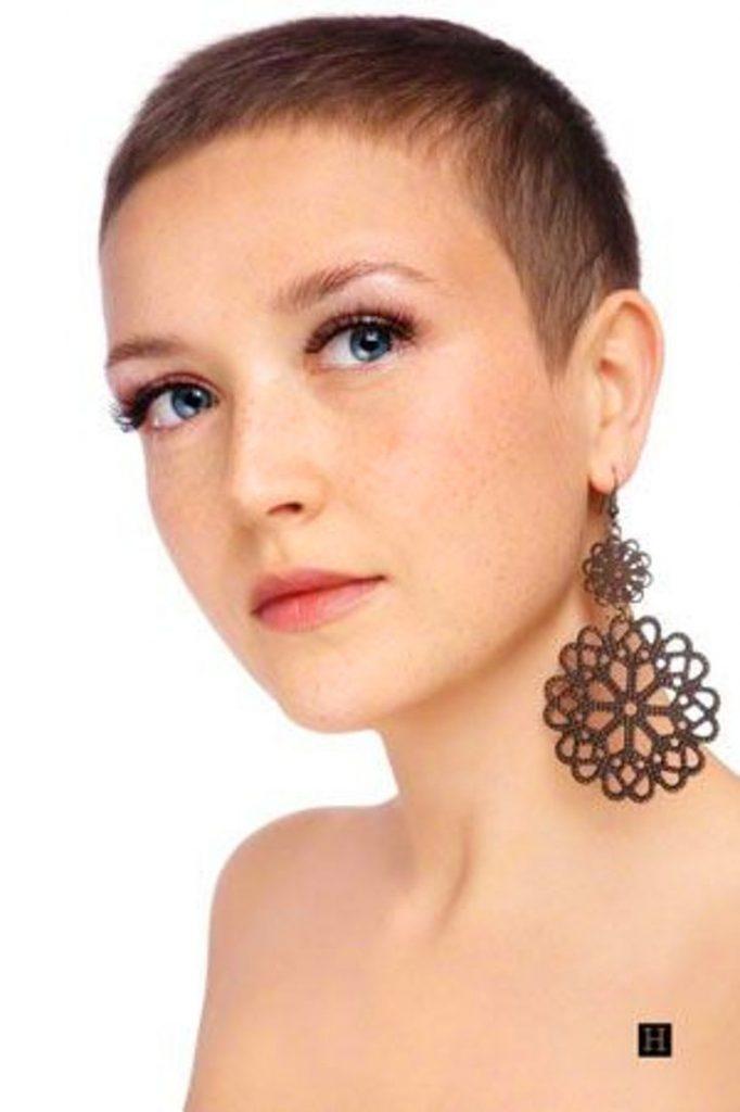 Dertsiz Tasasız Kısa Saçlı Kızlar (29)