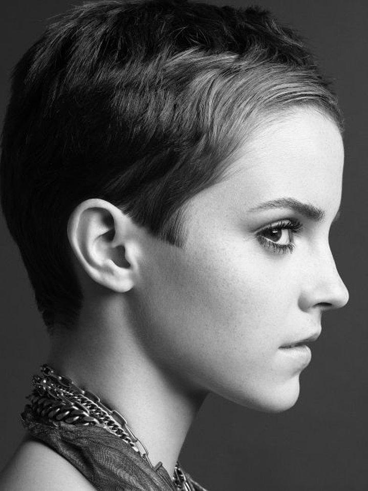Dertsiz Tasasız Kısa Saçlı Kızlar (3)