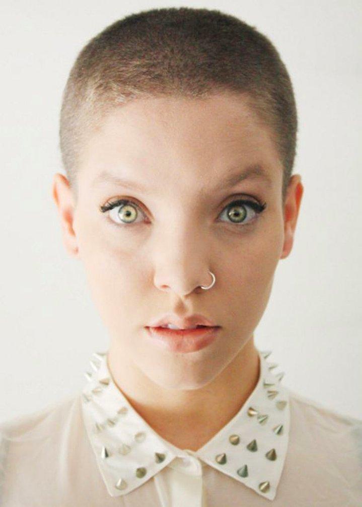 Dertsiz Tasasız Kısa Saçlı Kızlar (30)