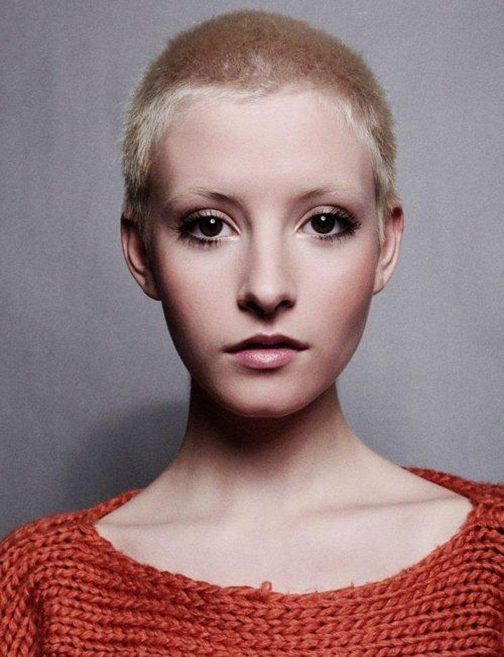 Dertsiz Tasasız Kısa Saçlı Kızlar (31)