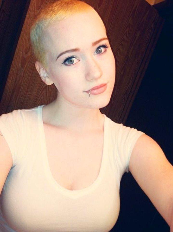 Dertsiz Tasasız Kısa Saçlı Kızlar (32)