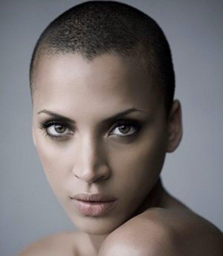 Dertsiz Tasasız Kısa Saçlı Kızlar (5)