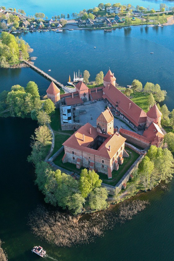 Trakai-Island-Castle-on-Lake-Galve-Lithuania